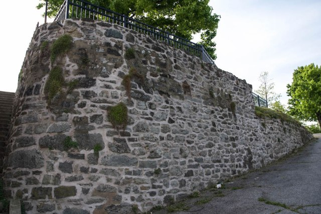 retaining-wall-from-river-bank