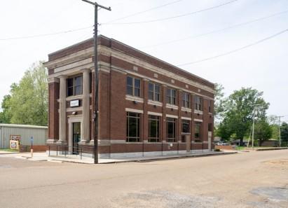 Bank of Moorhead building, corner of Washington and Delta Avenue